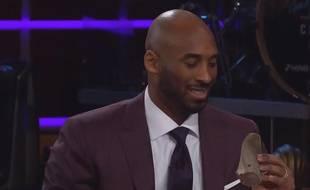 Kobe Bryant s'apprête à manger une langue de bœuf...