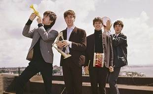 Les Beatles, instruments au poing