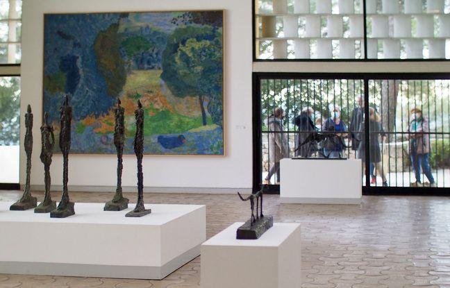 Les visiteurs n'ont qu'un rapide aperçu de la grande salle d'exposition «de la mairie»