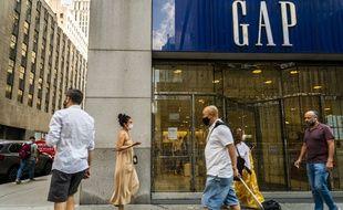 Paris, France | AFP | mercredi 21/10/2020 - 13:18 UTC+2 | 323 mots  L'enseigne de prêt-à-porter américaine Gap lance une revue stratégique de ses activités en Europe.