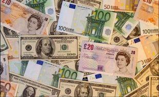 Billets en euros, en dollars et en livre sterling.