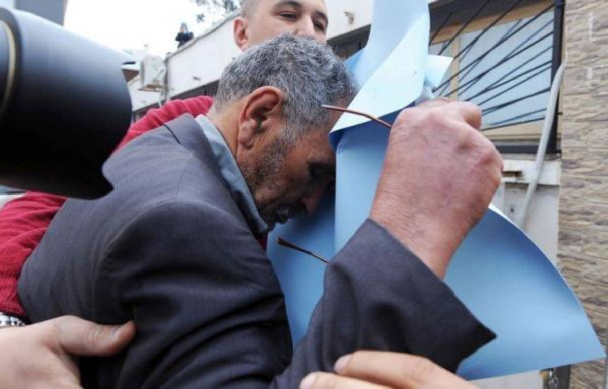 Mardi, le quotidien algérien Echourouk a publié une traduction en arabe des conversations présumées entre Mohamed Merah et des policiers lors du siège qui fut fatal au tueur, une transcription qui a été authentifiée par Me Coutant-Peyre. – Farouk Batiche afp.com