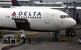 Un avion de la compagnie Delta Airlines sur le tarmac de l'aéroport de Seattle (Etats-Unis), le 7 juin 2010.