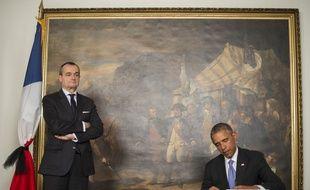 Washington (Etats-Unis), le 8 janvier 2015. Barack Obama rend hommage aux victimes de l'attentat de «Charlie-Hebdo» depuis l'ambassade de France aux Etats-Unis.