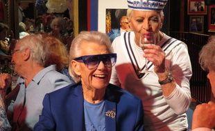 Michou, 88 ans, dans son célèbre cabaret du 80 rue des Martyrs (18e arrondissement)