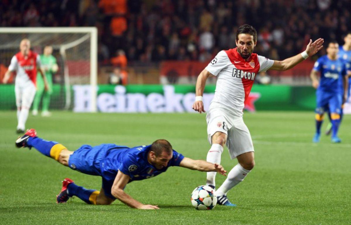 La faute de main grossière de Chiellini lors du quart de finale retour de Ligue des champions entre Monaco et la Juventus (0-0), le 22 avril 2015.  – PASCAL GUYOT / AFP