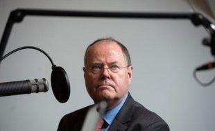 Le candidat social-démocrate à la chancellerie allemande, Peer Steinbrück, était vivement critiqué, notamment par sa rivale Angela Merkel samedi, après avoir prôné des cours de sports séparés pour les jeunes garçons et filles musulmans.