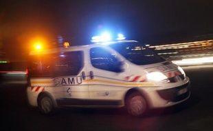 Une ambulance dans la nuit