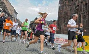 La place de la cathédrale est un passage obligé du 10km et du semi-marathon.