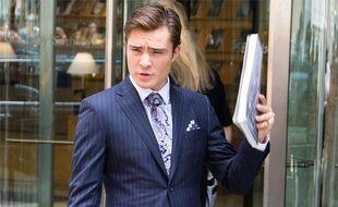 """L'acteur Ed Westwick, qui incarne Chuck Bass, sur le tournage de la série """"Gossip Girl"""", le 22 juillet 2009."""