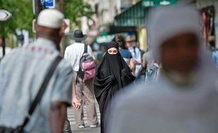 Des Grands Boulevards à Barbès, le niqab ne provoque toujours pas d'intervention policière (photo prise rue de la Goutte d'Or lundi 11 avril)