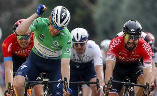 Le coureur français de l'équipe Arkea-Samsic Nacer Bouhanni, ici à droite, va porter plainte après avoir subi des propos racistes.