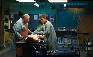 Brian Cox et Emile Hirsch dans The Jane Doe Identity