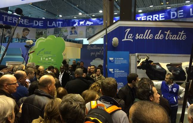Emmanuel Macron est à l'intérieur pour discuter avec le président de la Fédération Nationale des Producteurs de Lait