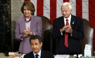 French President Nicolas Sarkozy (C) is applauded by U.S. Speaker of the House Nancy Pelosi (D-CA)(L) and Senator Robert Byrd (D-WV) before speaking to a joint meeting of the U.S. Congress on Capitol Hill in Washington November 7, 2007. REUTERS/Jim Young (UNITED STATES)