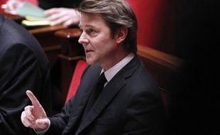 """Il n'y a pas de front-anti François Hollande en Europe, mais le candidat socialiste est un """"inconnu"""" qui """"n'a pas l'autorité nécessaire"""" pour discuter avec les chefs d'Etat sur la scène internationale, a estimé lundi le ministre de l'Economie François Baroin."""