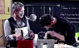 Monsieur Poulpe accueille Antoine de Caunes dans sa cuisine pour le deuxième épisode de «Recettes Pompettes».