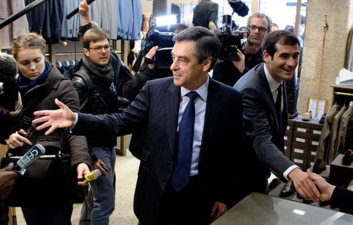 Alain Juppé (à gauche) et Benjamin Lancar (droite), candidat UMP dans la 5e circonscription de Paris, le 31 mai 2012 à Paris. – A. GELEBART / 20 MINUTES