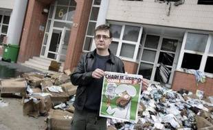 """Le siège du journal Charlie Hebdo, qui publie mercredi un numéro rebaptisé """"Charia hebdo"""" avec en Une la caricature du prophète Mahomet hilare, a été détruit dans la nuit par un incendie criminel, le ministre de l'Intérieur dénonçant un """"attentat"""" peut-être commis par des musulmans intégristes."""