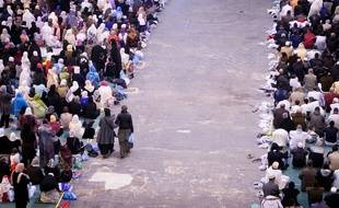 Marseille le 6 novembre 2011 - La Grande Prière Collective de Aïd el Adha ou Aïd el Kebir dans un hall du parc chanot
