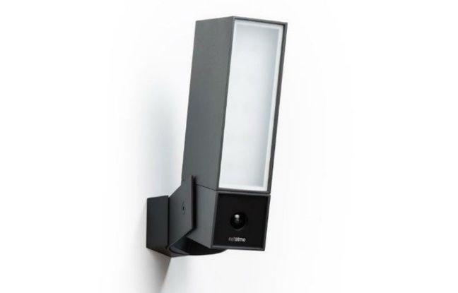 Presence de Netatmo, projecteur LED compris.