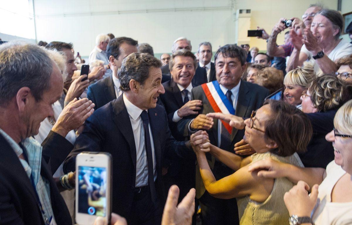 Nicolas Sarkozy auprès de ses militants lors de la campagne pour les élections régionales. – SEBASTIEN BOZON / AFP