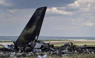 Les débris d'un IL-76 ukrainien abattu par des séparatistes le 14 juin 2014, dans les environs de Lougansk dans l'est de l'Ukraine