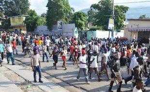 Plusieurs milliers de personnes ont violemment manifesté jeudi pendant plus de cinq heures dans la capitale d'Haïti Port-au-Prince pour exiger la démission du président Michel Martelly.