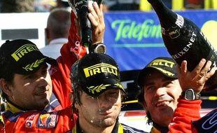 Sébastien Loeb Quintuple champion du monde des rallyes, un truc de fou pour Sébastien Loeb, qui ne se lasse pas des douches au champagne.