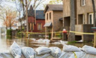 En zone à risque naturel ou technologique, la construction de logements est strictement encadrée.