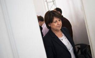 """Le PS, qui espère confirmer son succès au second tour des législatives dimanche prochain, a jeté toutes ses forces pour aider Ségolène Royal, en difficulté à La Rochelle, l'UMP tranchant de son côté, en cas de duels gauche-FN, pour un """"ni-ni"""" difficile à faire respecter au niveau local."""