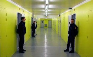 """""""A la suite d'un problème électrique, on s'est retrouvé avec un incident majeur, c'est-à-dire que nous n'avions plus aucune mesure de sécurité effective, plus de caméra, plus de téléphone, plus de système de communication interne, plus d'ouverture de portes électrique"""", a indiqué Denis Coq à l'AFP par téléphone."""