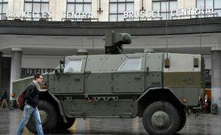 Véhicule militaire le 21 novembre 2015 à Bruxelles en état d'alerte maximale