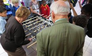 Christiane 83 ans, aux manettes, dans le centre pour seniors, Saint-Eloi (12e arrondissement)