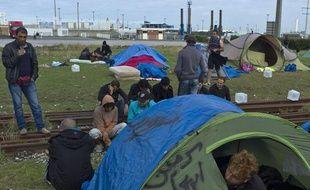 Des migrants syriens à Calais (Pas-de-Calais) le 5 octobre 2013.