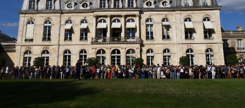 La queue pour accéder au palais de l'Elysée lors des journées du patrimoine dépasse-t-elle celle de Pôle emploi?
