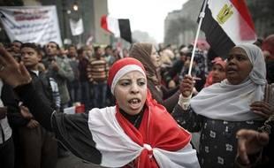 Des femmes se mobilisent sur la place Tahrir, au Caire, le 26 novembre 2011, pour que les militaires renoncent immédiatement au pouvoir en Egypte.