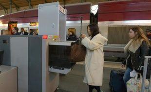 Portique de sécurité à la gare du Nord à Paris, le 21 décembre 2015