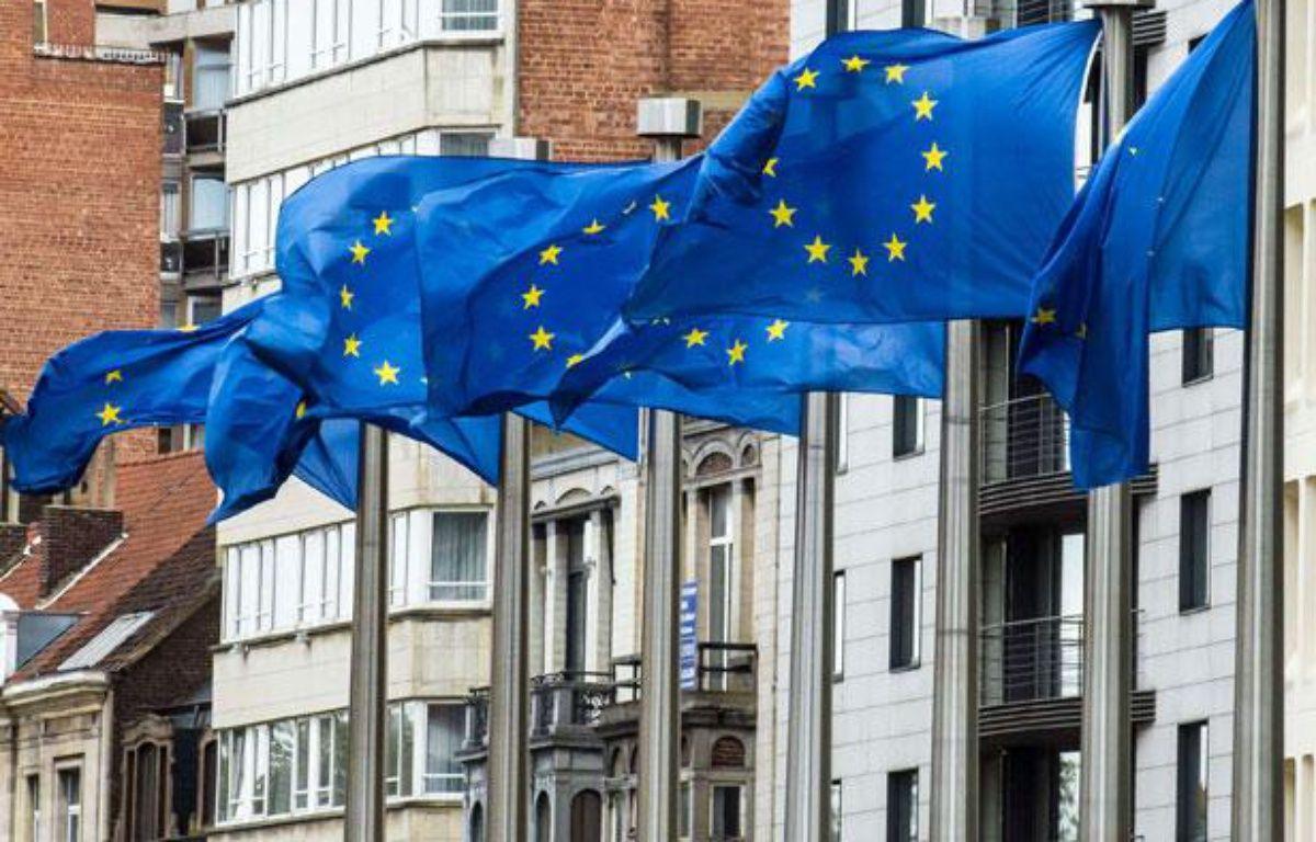 Des drapeaux européens, près du batiment de la Commission européenne à Bruxelles, en Belgique – Geert Vanden Wijngaert/AP/SIPA