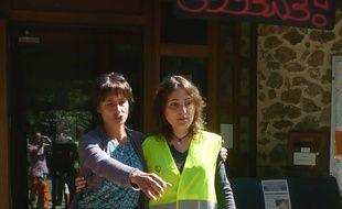 Evelyne Flacher, à gauche et Céline Fabre à droite, ont entamé une grève de la faim contre la réforme des rythmes scolaires ce lundi. Mais jeudi, la dernière a jeté l'éponge.