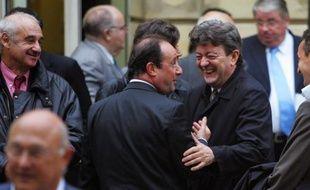 Plus d'un Français sur deux, 52%, souhaitent que François Hollande fasse alliance avec Jean-Luc Mélenchon dans la perspective du second tour de la présidentielle, selon un sondage LH2 pour Yahoo! diffusé vendredi.