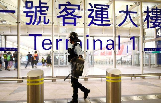Hong Kong: Deux policiers interpellés après avoir frappé un homme à l'hôpital