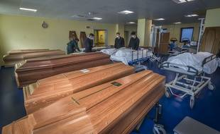 Dans la morgue de l'hôpital Ponte San Pietro de Bergame, en pleine pandémie du Covid-19.