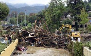 La rivière de Lamalou-les-Bains jouchée d'arbres arrachés, le 18 septembre 2014