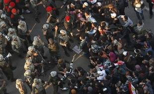 Des manifestants refusent de quitter la place Tahrir au Caire en Egypte, le 13 février 2011.