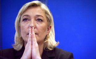 """Marine Le Pen, présidente du Front national, a assuré jeudi qu'après le discours prononcé par François Hollande à Alger, la France est """"triplement condamnée"""": repentance, immigration, délocalisatons."""