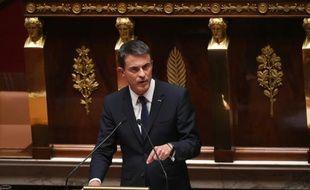Le Premier ministre Manuel Valls s'exprime lors d'un débat sur la situation des migrants devant l'Assemblée nationale, le 16 septembre 2015 à Paris