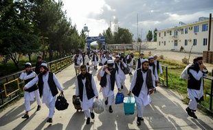 Des prisonniers talibans sur le point d'être libérés, le 31 juillet 2020 à Kaboul.