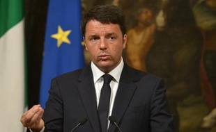 Le Premier ministre italien Matteo Renzi s'exprime lors d'une conférence de presse le 19 avril 2015 à Rome consacrée à la situation des migrants en Méditerranée