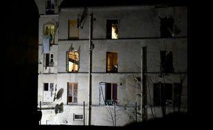 Vue extérieure de l'immeuble où logeait Abdelhamid Abaaoud, organisateur présumé des attentats, le 18 novembre 2015 à Saint-Denis